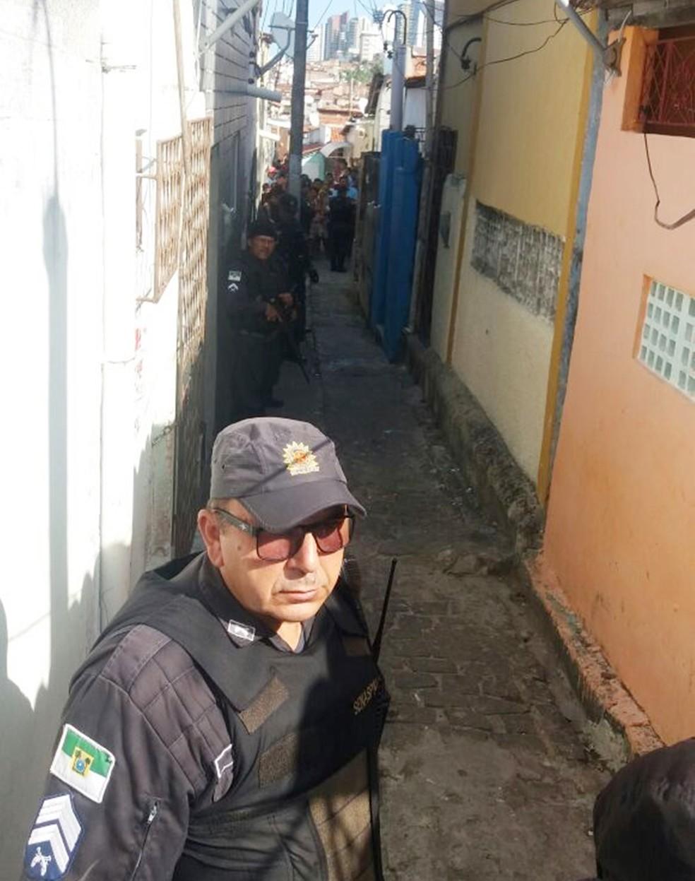 Chacina aconteceu no Beco de Releixo, no bairro das Rocas (Foto: Cláudia Angélica/Inter TV Cabugi)