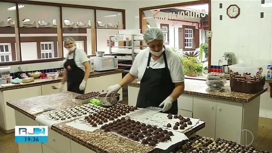 Festival em Nova Friburgo, RJ, usa 3 toneladas de chocolate para produzir doces