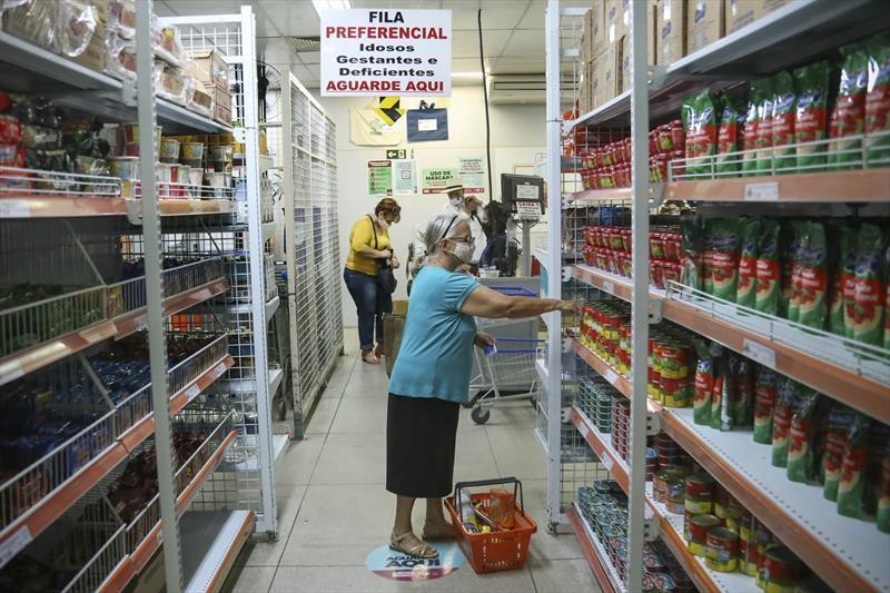 Prefeitura de Curitiba libera auxílio de R$ 70 nos Armazéns da Família a partir de terça-feira (27)