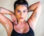 Com quase 30 tatuagens pelo seu corpo, Cleo diz que a paixão começou aos 17 anos e revelou o significado de algumas delas num vídeo publicado no seu canal no YoTube. Confira nas imagens a seguir | Divulgação