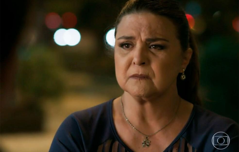 Em 'A Força do Querer', Aurora (Elizangela) toma coragem o revela onde Rubinho (Emilio Dantas) e Bibi (Juliana Paes) estão escondidos — Foto: Globo