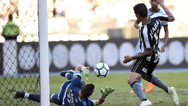 Marcelo Grohe e Kieza em Botafogo x Grêmio