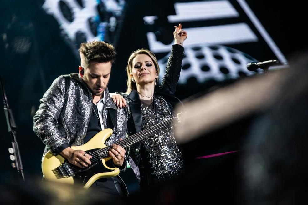 Sandy e Junior durante show da turnê 'Nossa História' em São Paulo, no último sábado (24) — Foto: Fábio Tito/G1