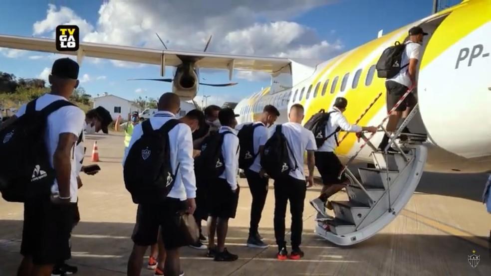 O voo do Galo: clube é um dos que investe em aviões fretados no Brasileiro — Foto: Reprodução Galo TV