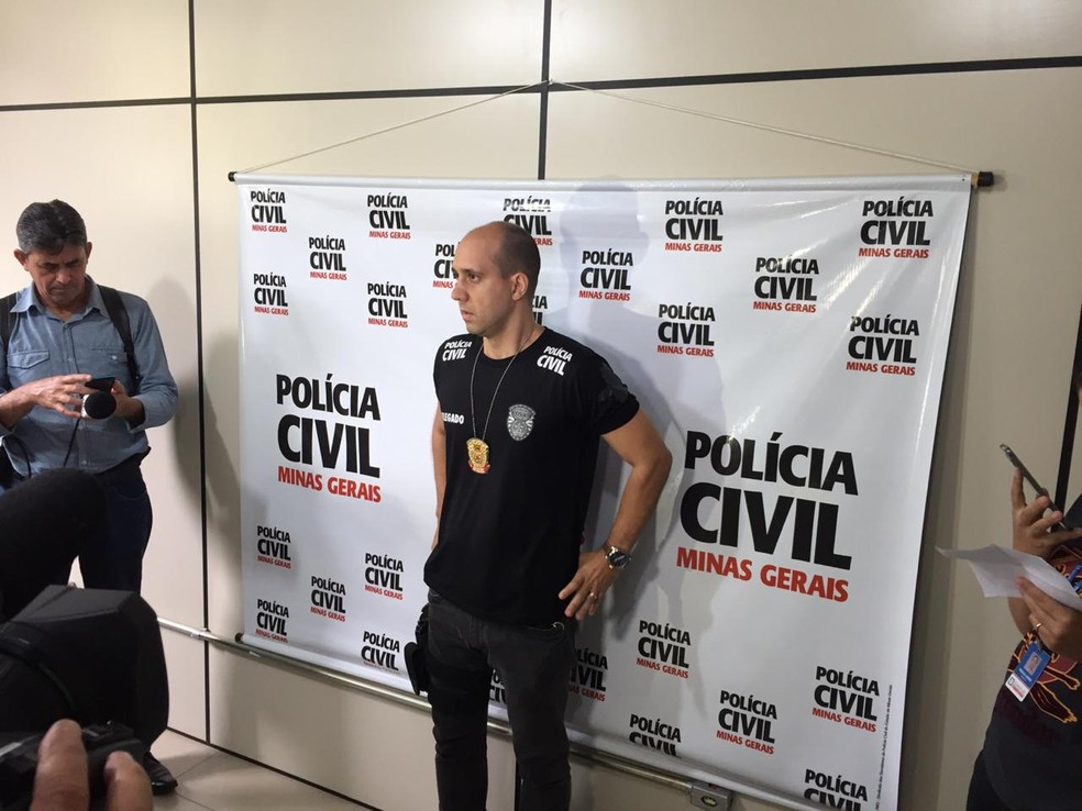 Para o delegado Rodrigo Cavassoni, um terceiro suspeito do crime, que seria o executor do assassinato, ainda está foragido — Foto: Tiago Borges/InterTV dos Vales