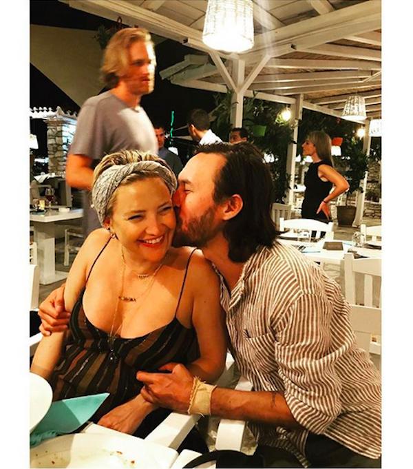 A atriz Kate Hudson com o atual namorado (Foto: Instagram)