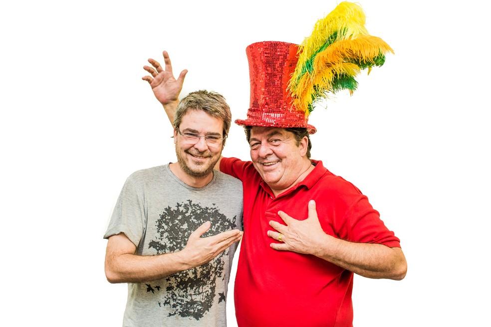 Diretor Andrucha Waddington ao lado do ator Stepar Nercessian, que vai interpretar Chacrinha (Foto: Divulgação/Aventura Entretenimento)