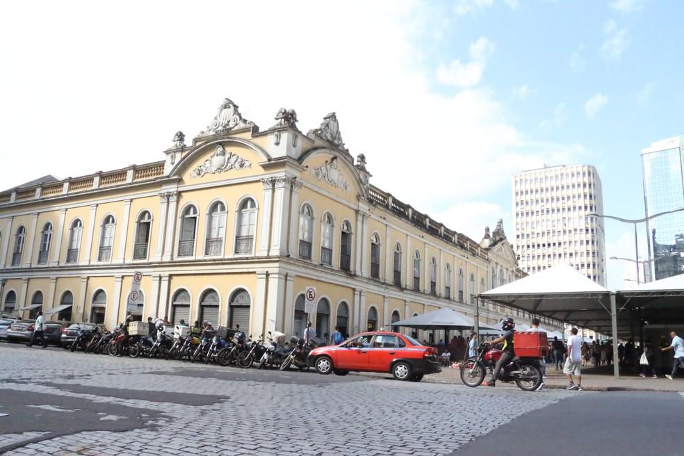 Fundado em 1869, Mercado Público concentra comércio, lazer, cultura e boemia  no centro da capital  — Foto: Lucas Bubols/G1