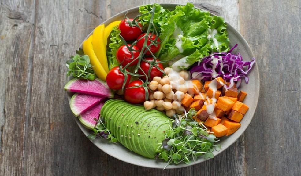 Disponibilidade de nutrientes nos alimentos pode diminuir se a emissão de CO2 continuar no mesmo ritmo, diz estudo — Foto: Anna Pelzer – Unsplash