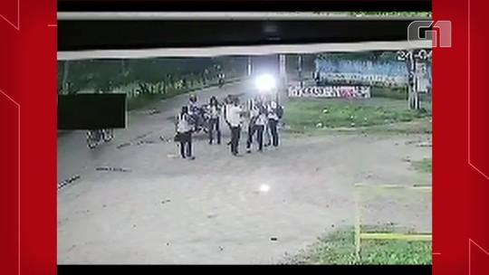 Estudantes são assaltados enquanto esperam transporte para ir à escola na Grande Fortaleza; veja vídeo
