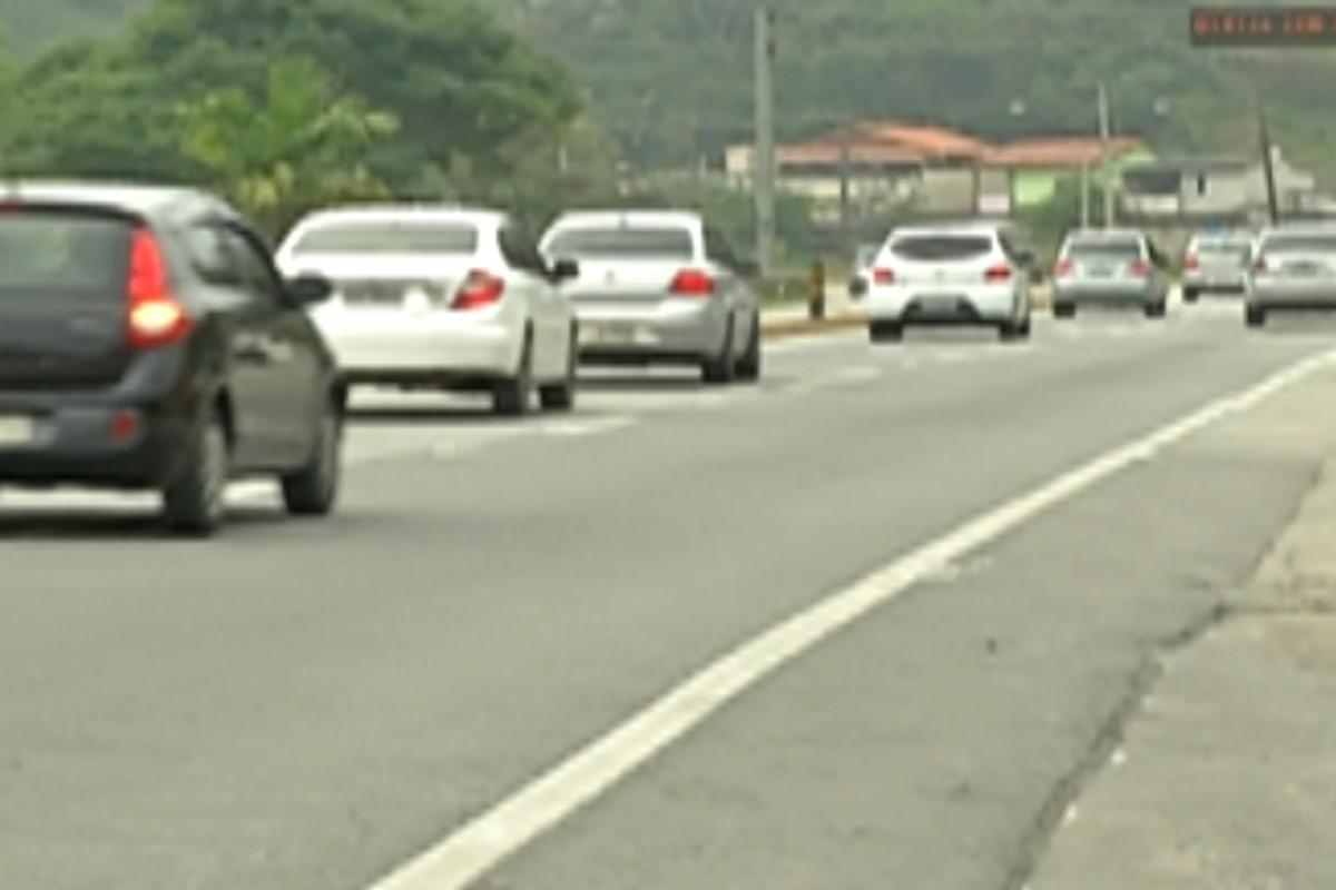 Mogi-Bertioga tem tráfego intenso no começo do feriado de Finados