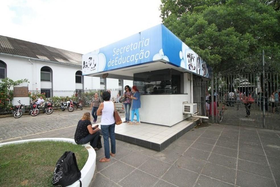 Inspeção foi feita pela Secretaria de Educação — Foto: Aldo Carneiro/Pernambuco Press