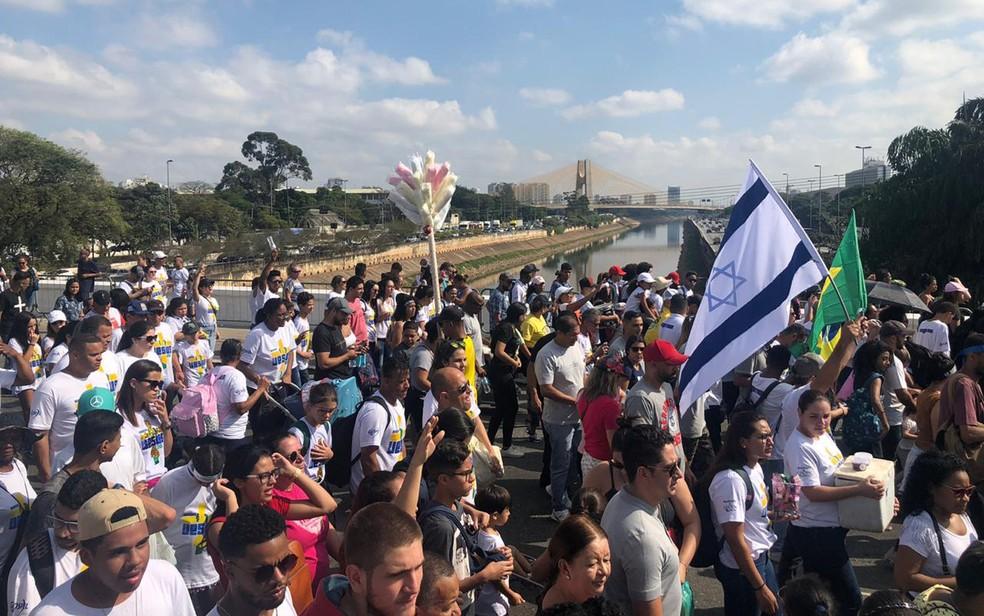 Fiéis participam da Marcha para Jesus em São Paulo — Foto: Patricia Figueiredo/G1