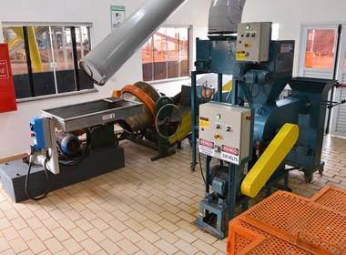 cana-indústria-laboratório-raízen-brotas (Foto: Daniel Bertolino/Divulgação Raízen)