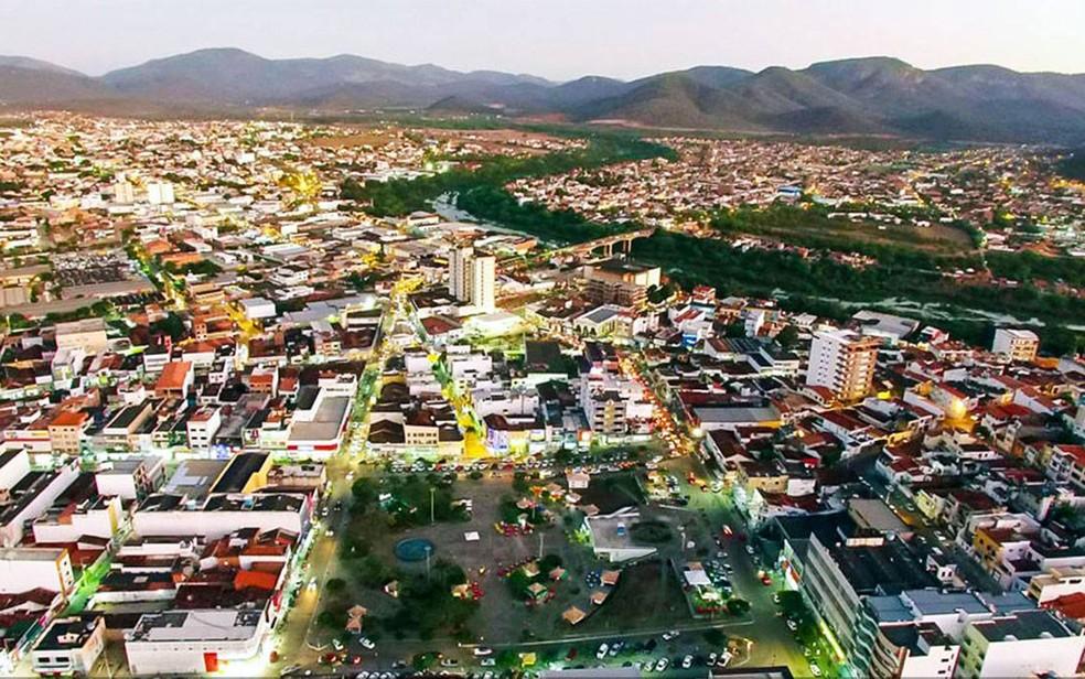 Com toque de recolher, prefeitura de Jequié flexibiliza comércio na cidade;  templos e salões poderão funcionar | Bahia | G1