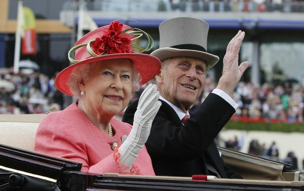 Rainha Elizabeth II e príncipe Philip em evento em junho de 2011 — Foto: AP Photo/Alastair Grant