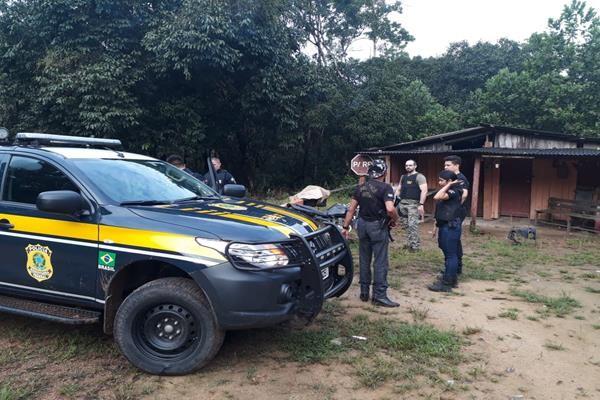 Polícia encontra local de desmanche de motos na BR-156; homem foi detido