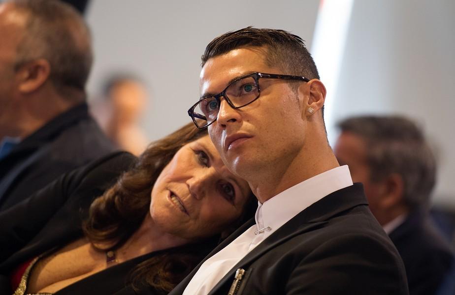 """Após eliminação da Juventus, Cristiano Ronaldo faz confidência à mãe: """"Não faço milagres"""""""