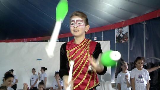 Parque de Diversões Beto Carreiro World tem projeto social para ensinar arte do circo