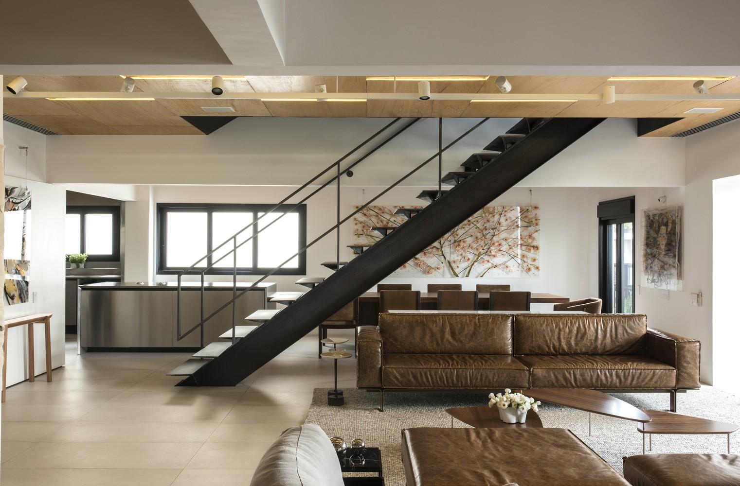 Escada reta, em L ou caracol? Saiba qual o melhor tipo para a sua casa (Foto: Romulo Fialdini/Divulgação)