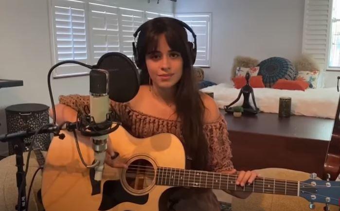 Camila Cabello exibe primeira edição de miniconcerto virtual