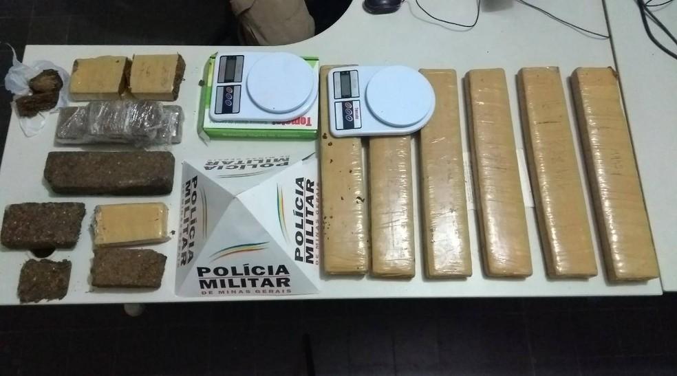 -  Drogas e balanças de precisão apreendidas na noite de terça-feira  5 , em São João del Rei  Foto: Polícia Militar/Divulgação