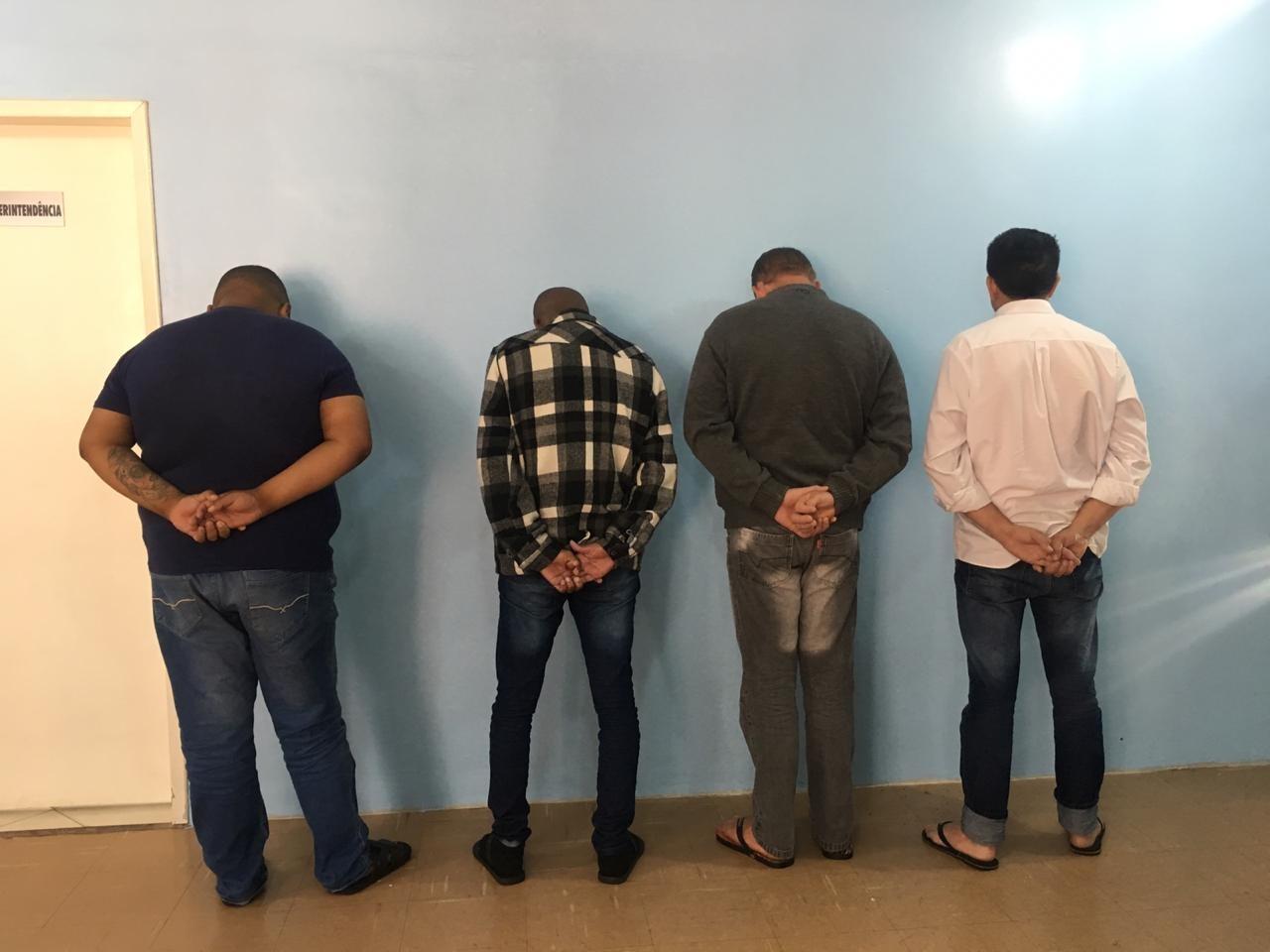 Três homens são presos suspeitos de fingir ser policiais para cobrar dívida de empresário - Radio Evangelho Gospel
