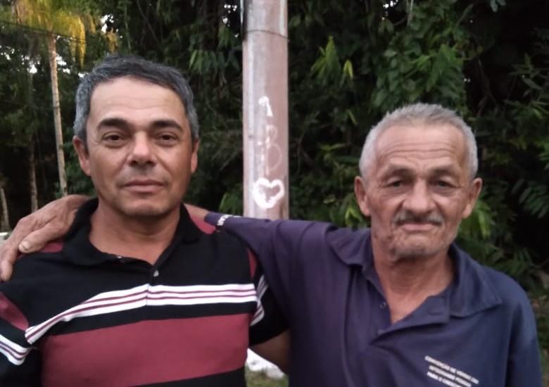 Homem reencontra pai após 30 anos no litoral de SP ao envelhecer foto em aplicativo