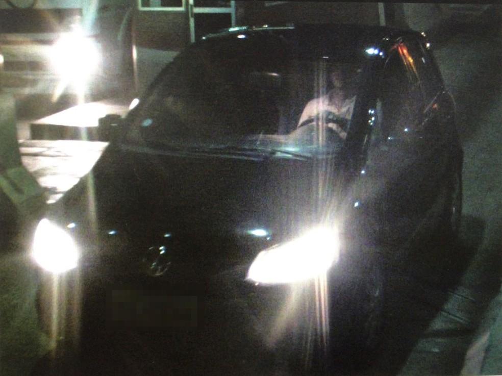 Na volta do pedágio, carro era dirigido por homem (Foto: Reprodução)