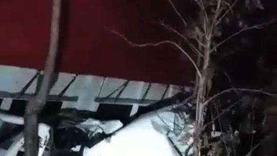 Motorista morre em acidente após tentar ultrapassagem proibida na BR-153, diz PRF