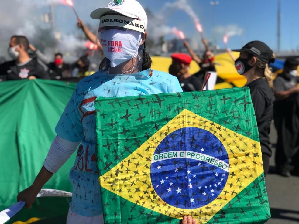 Manifestantes se reúnem na Esplanada dos Ministérios, em Brasília contra Bolsonaro — Foto: Afonso Ferreira/G1