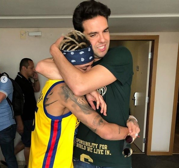 O abraço dos amigos (Foto: Instagram)