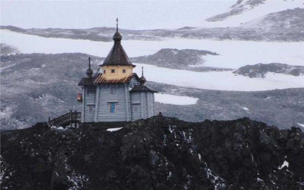 Igreja ortodoxa russa foi construída em colina perto da base de pesquisa do Chile — Foto: Yadvinder Malhi