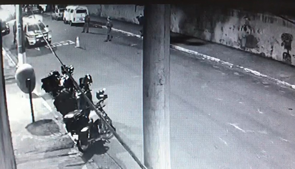 Polícia no local do crime — Foto: Reprodução