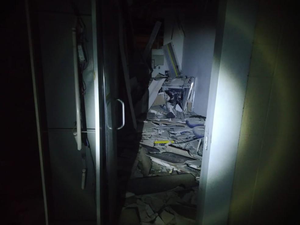 Criminosos explodiram caixas eletrônicos  — Foto: Divulgação/Polícia Militar