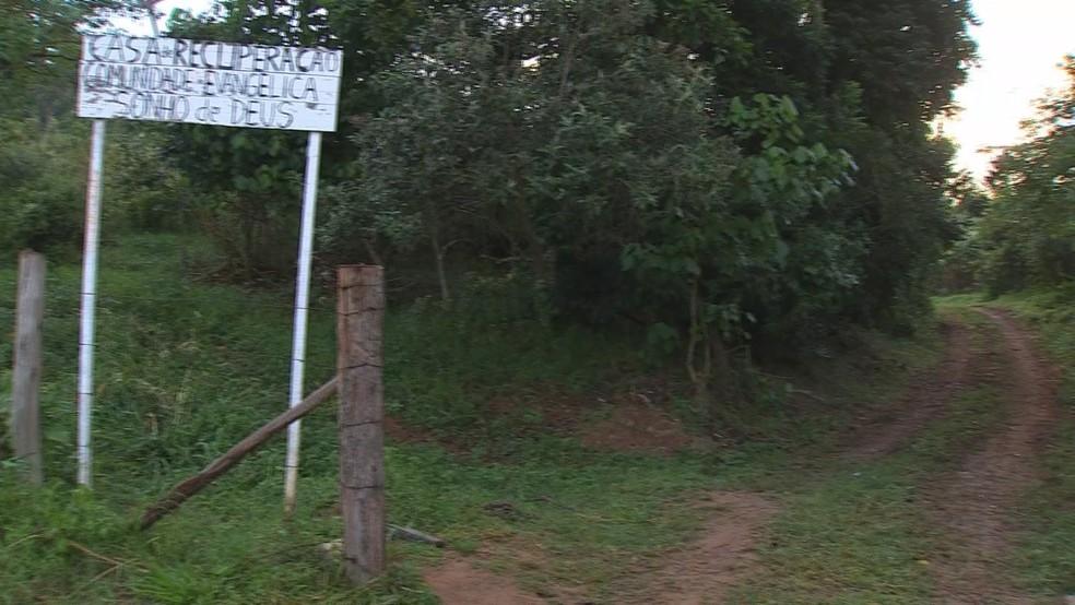 Clínica de recuperação foi multada por funcionar sem alvará em Itatiba (Foto: TV TEM/Reprodução)