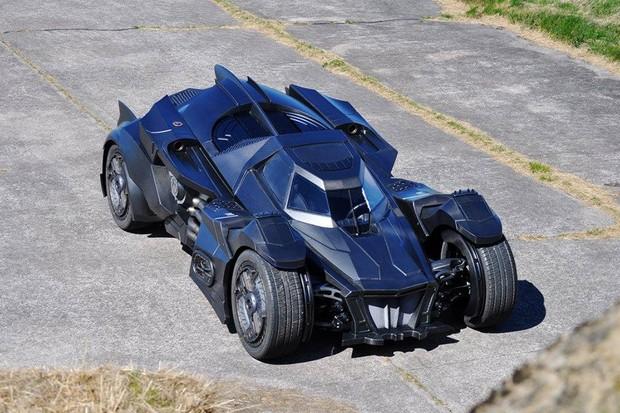 Batmóvel do game Arkham Knight criado para a equibe Galag (Foto: Caresto)