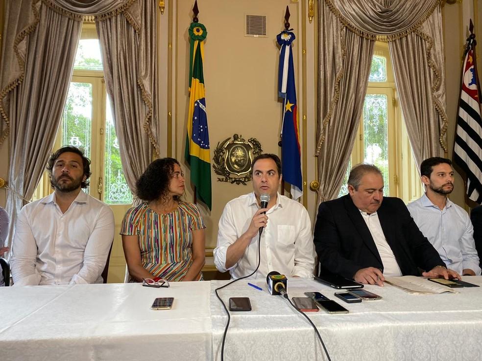 Governado Paulo Câmara participou de entrevista coletiva, neste sábado (14), durante a qual foram confirmados mais cinco novos casos de coronavírus em Pernambuco — Foto: Pedro Alves/G1