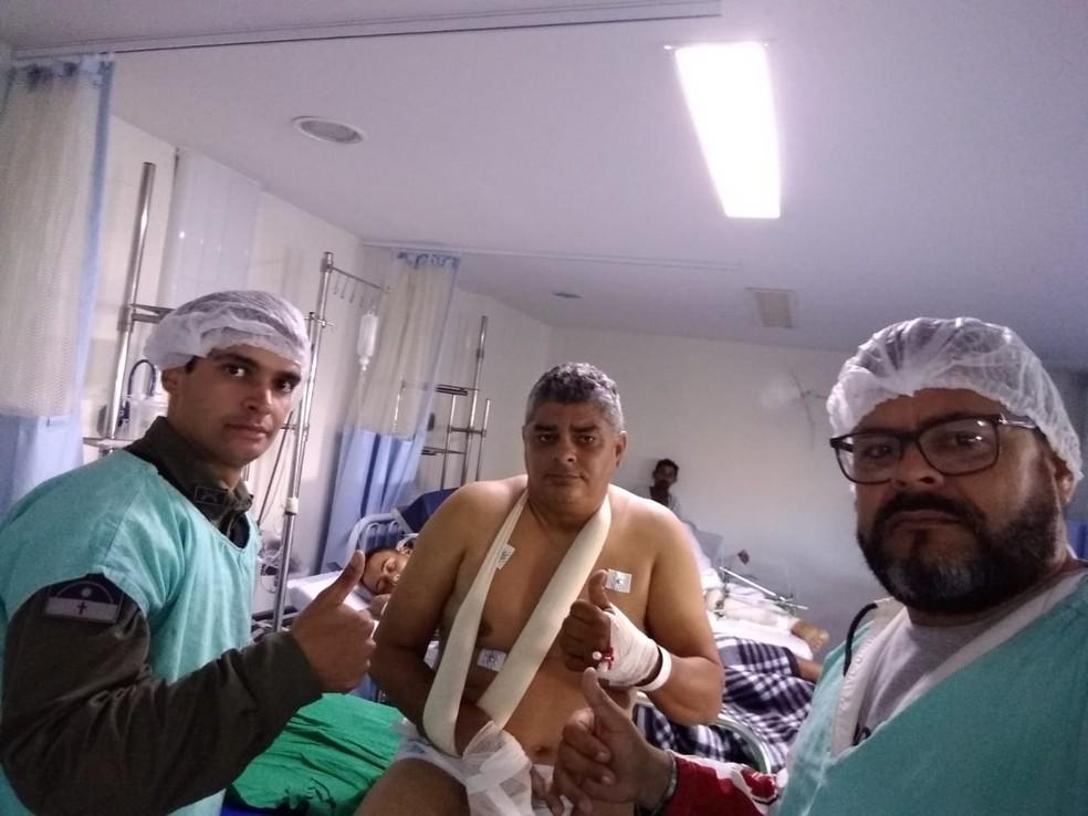 Sargento Moacir Moreira (centro) morreu na manhã desta sexta-feira (19), em Caruaru — Foto: WhatsApp/Divulgação