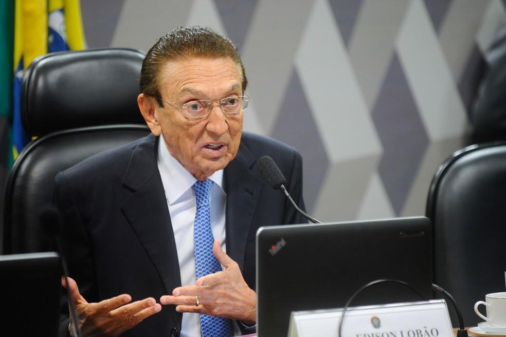 À época dos fatos, Edison Lobão ocupava o cargo de Ministro de Estado de Minas Energia — Foto: Marcos Oliveira/Agência Senado