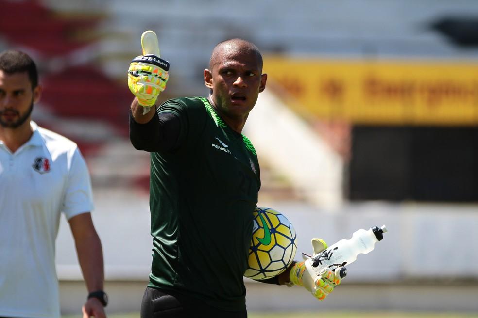 Tiago Cardoso deixou o Santa Cruz no final de 2016 — Foto: Marlon Costa/ Pernambuco Press