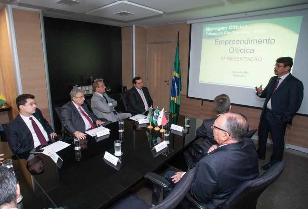 Governo e bancada federal do RN tentam conseguir recursos federais para obra da Barragem de Oiticica, iniciada em 2013 (Foto: Governo do RN/Divulgação)