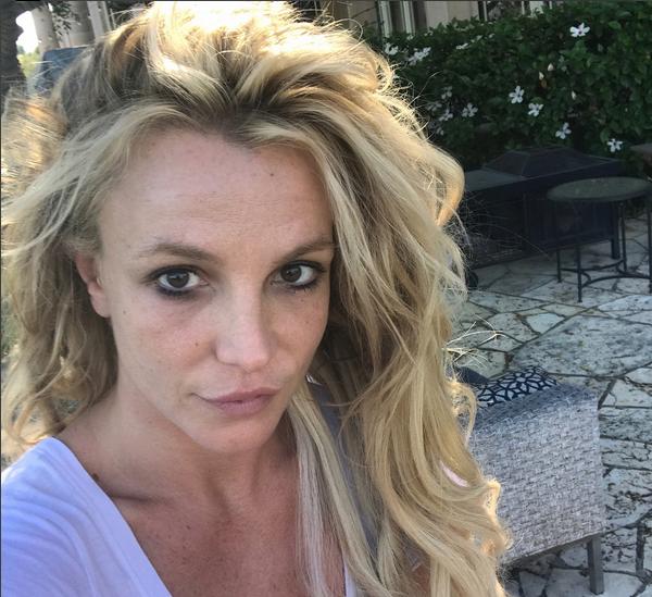 A cantora Britney Spears sem maquiagem (Foto: Instagram)