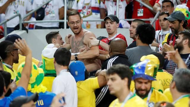 Briga na arquibancada durante Brasil x Sérvia
