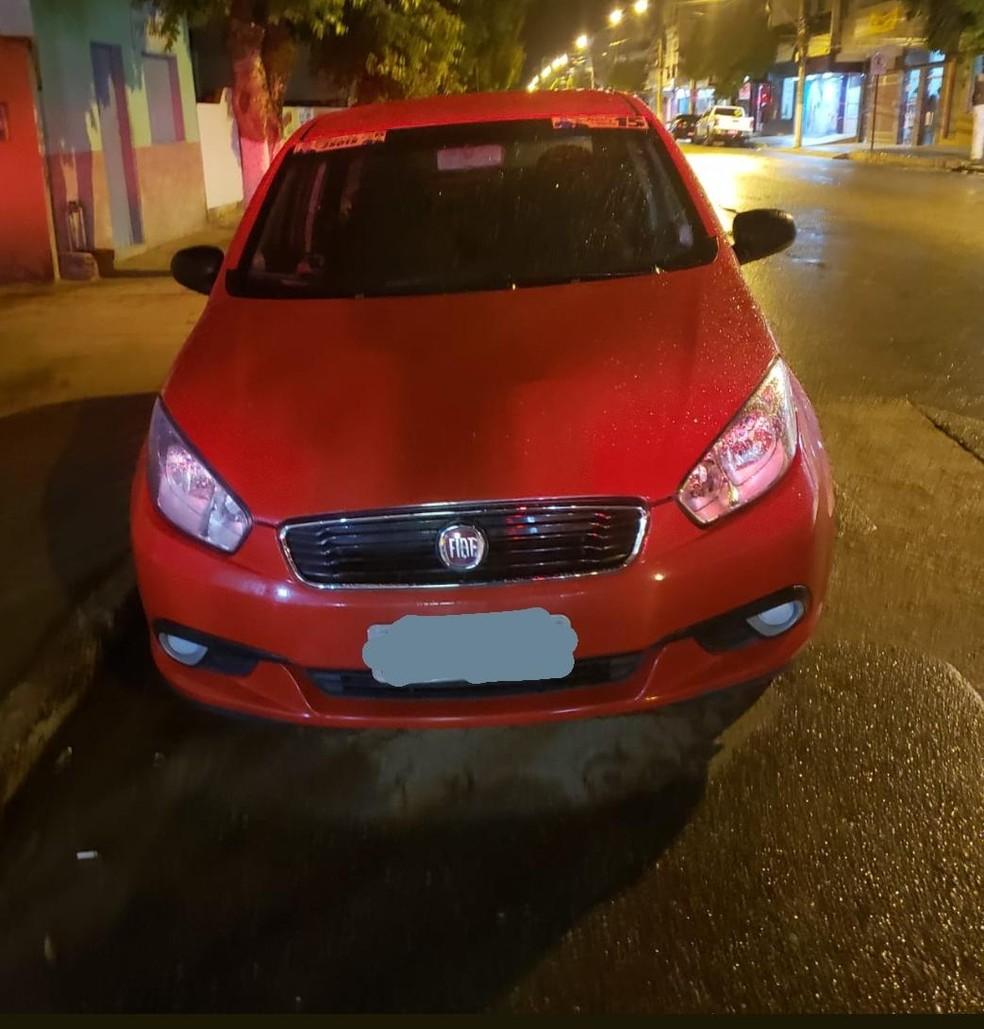 Carro foi apreendido após manobras perigosas em Engenheiro Caldas — Foto: Polícia Militar/Divulgação