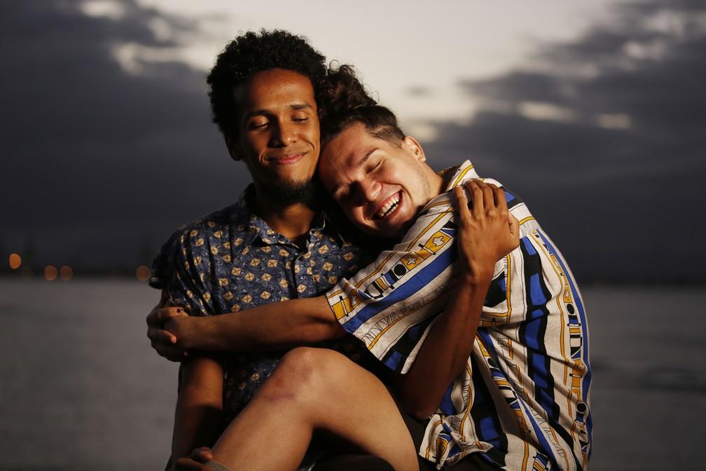 Luyd de Souza Carvalho e Marllon Araújo são moradores da Maré e vão morar em Bruxelas para fazerem um curso de formação em dança contemporânea — Foto: Marcos Serra Lima/G1