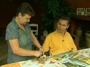 Suporte auxília Oliveira a continuar com sua paixão, a arte (Foto: Reprodução/TV TEM)