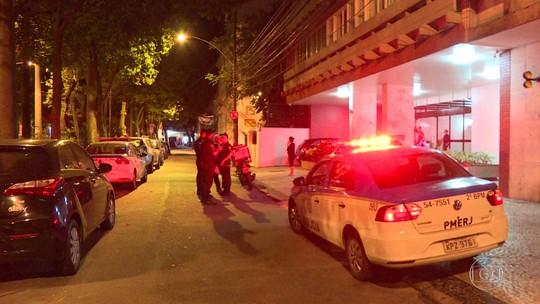 Quadrilhas assaltam apartamento e pizzaria na Zona Sul