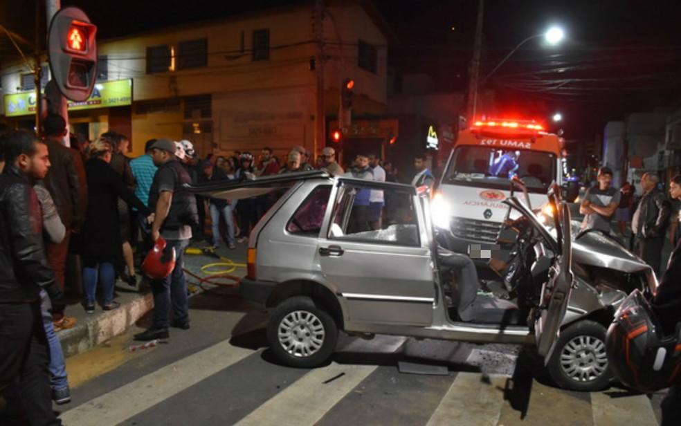 Teto de carro envolvido em acidente foi completamente removido (Foto: Anderson Oliveira/Blog do Anderson)