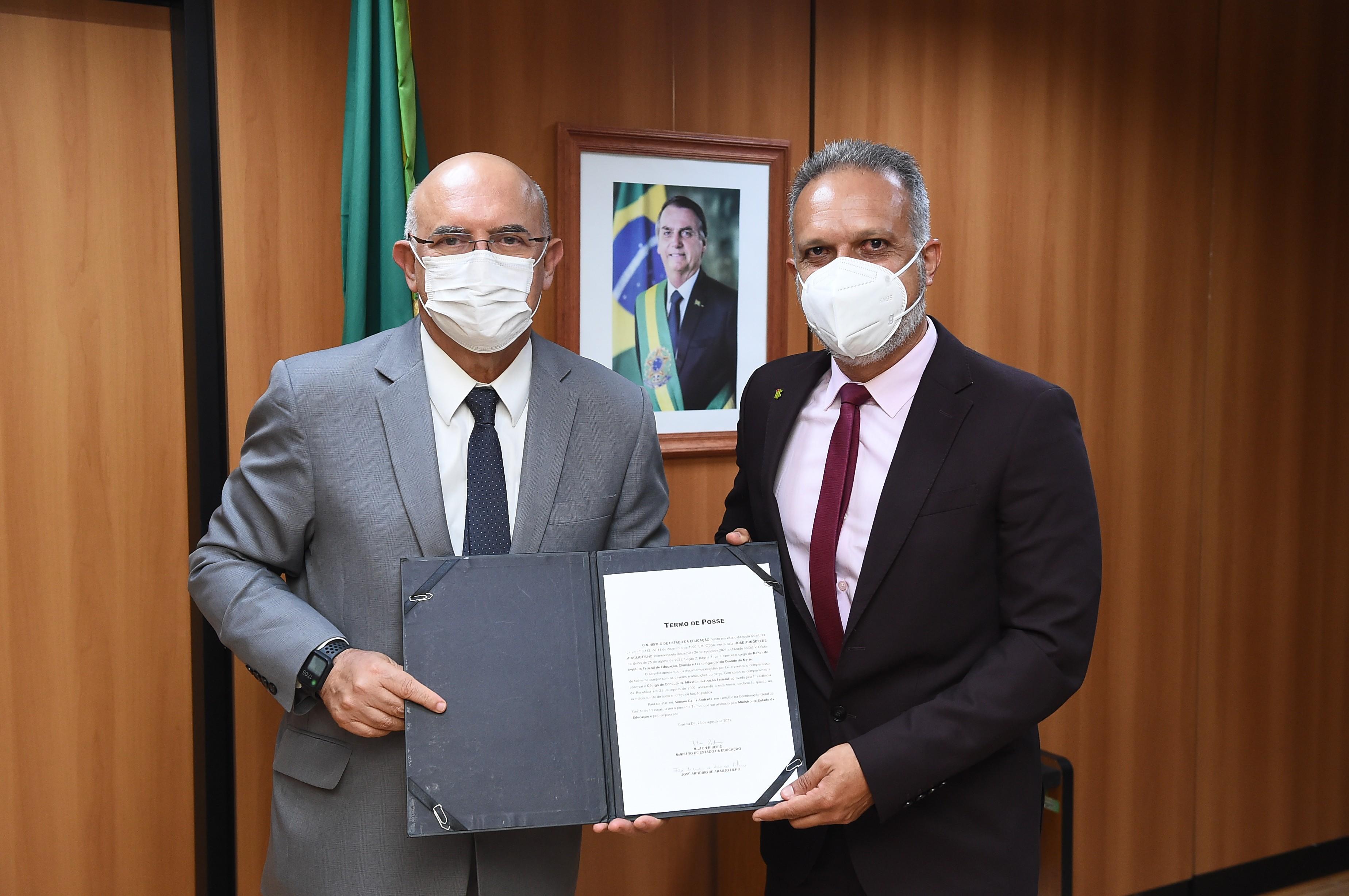 Reitor do IFRN é empossado pelo ministro da Educação em Brasília